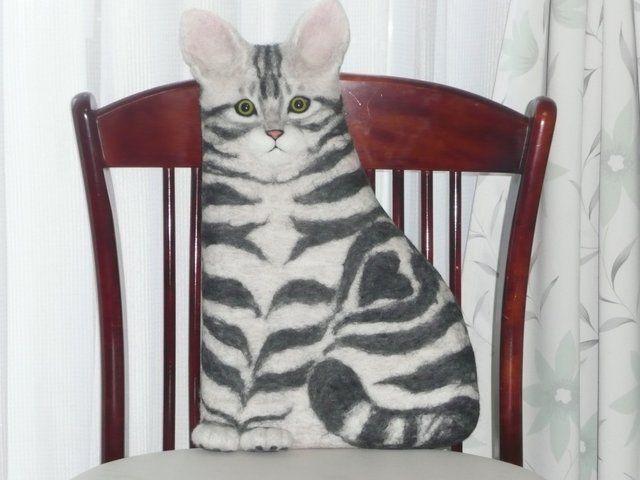 ネコ型クッション