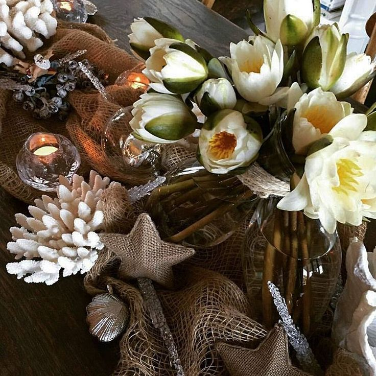 """Christmas through the eyes of @a.cannata  #regram #flowersvasette #beautifulchoices #flowers #christmas #festive #christmasday #waterlily #tablesetting"""