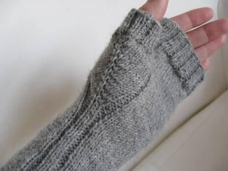 love the accentuated thumb gusset