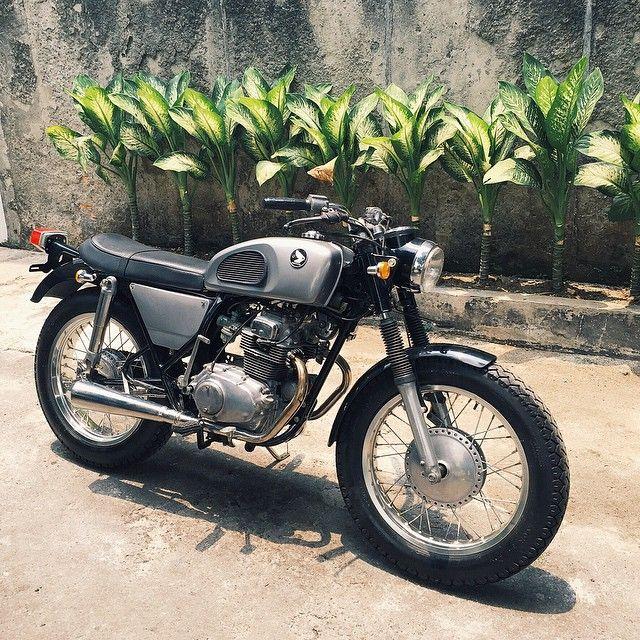 Honda CB200 classic look custom #classicmotorcycle #garagelife #kustomkulture #caferacer #indonesia #flashrabbitgarage #japstyle