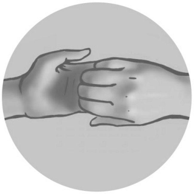 Ганеша-мудра для сердца Она не только способствует улучшению работы сердечно-сосудистой системы, но и дарит уверенность и храбрость.Согни пальцы обеих рук и захвати левую руку правой с ладонью, направленной внутрь. Сделай вдох и, оставляя руки сцепленными, потяни их в разные стороны. На выдохе снова расслабь руки. Повторяй 6 раз, потом поменяй местами положение рук и снова повтори столько же раз это упражнение.