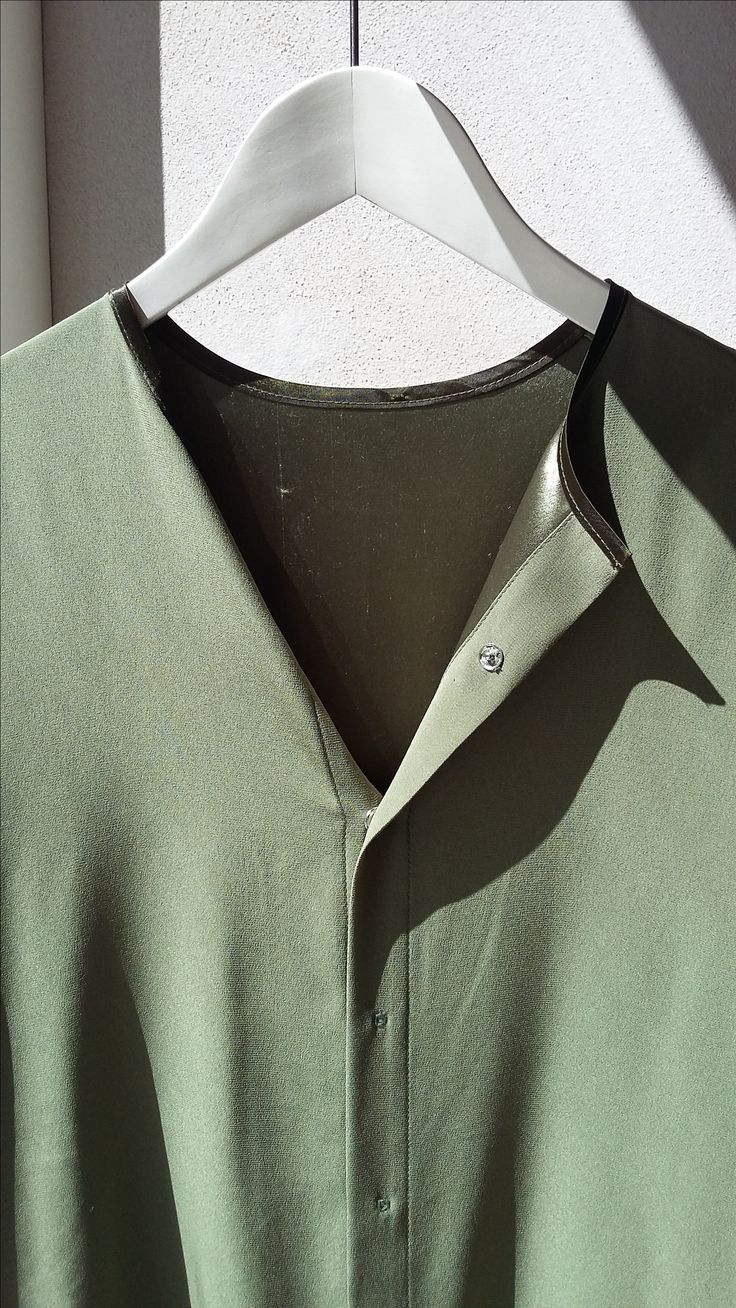 Silk shirt short sleeves in beautiful green by Anna Ruohonen Paris