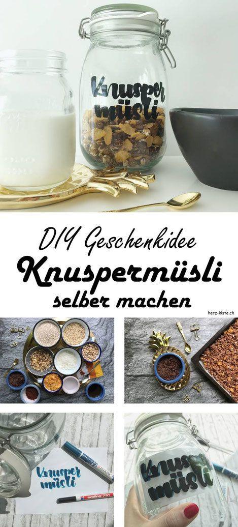 DIY Geschenkidee: Ein Knuspermüsli selber machen und in einem beletterten Glas verschenken! Tipps zum lettern und das Rezept fürs Müesli findest du im Beitrag - eine tolle Idee um etwas einzigartiges zu verschenken! #Knuspermüsli #Müsli #Müesli #Geschenkidee #Geschenk #Selbermachen #DIY #Lettering