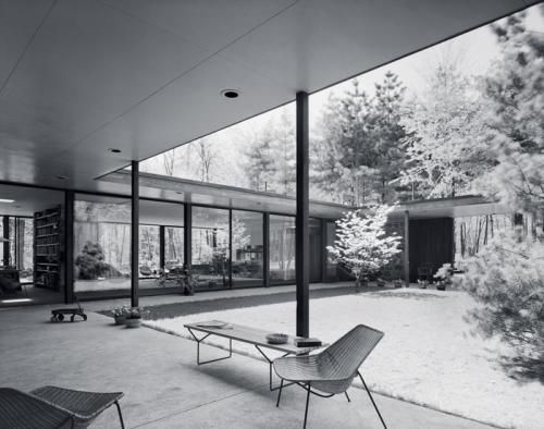 True Modern Architecture, Eliot's Noyes house was build in 1954 in Conecticut, taking the principles of the Modern Movement even by today's standards.