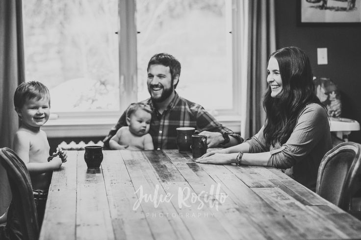 Lifestyle Family photography at the dinner table! Julie Rosillo Photography | http://www.julierosillophotography.com