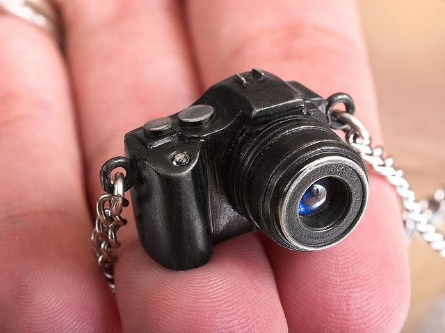 Camera necklace. This is too cute!!!