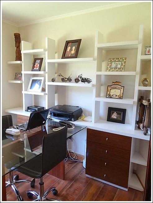 escritorio doble con mueble repisa todo en duotono con