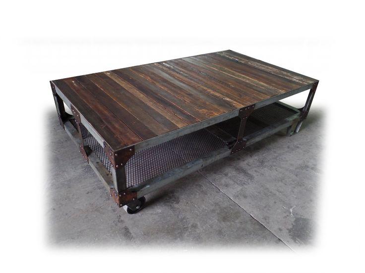 Mesa industrial con remaches y punteras