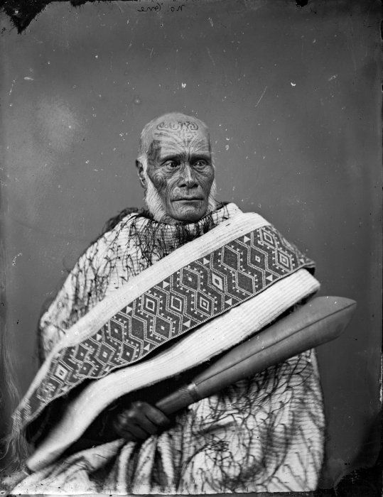 Ihaka Whaanga, [1865-1875] Carte de visite portrait of Ngati Rakai-paaka leader, taken 1865-1875 by Wanganui studio of William James Harding.