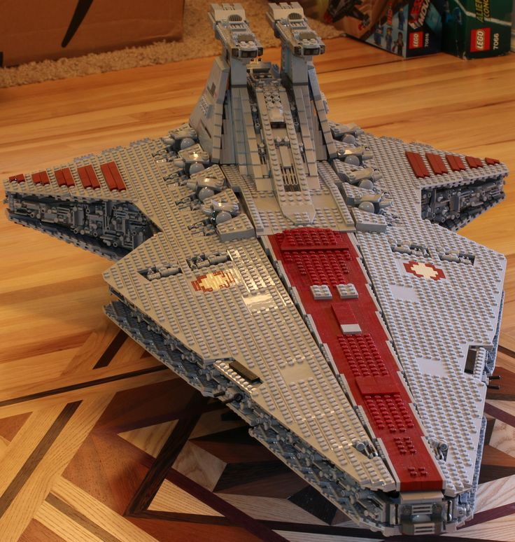 "https://flic.kr/p/wkk27r | Venator | Finally done!  Lego Star Wars Republic Cruiser (Venator) by  Anio/Polo.  5421 pcs.  Model is 140 studs long by 69 studs wide, which is roughly 44"" x 21.5"" total."