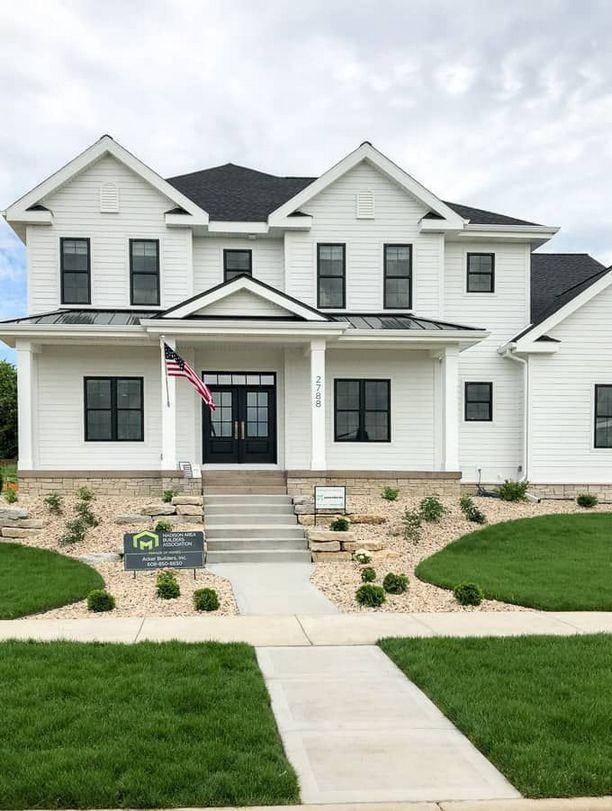 40 White House Black Windows What Is It 166 Decoryourhomes Com White Exterior Houses White Siding House White Farmhouse Exterior