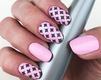 Les 25 meilleures id es de la cat gorie triangle ongles art sur pinterest ongles en triangle - Monoprix saint jean de luz ...
