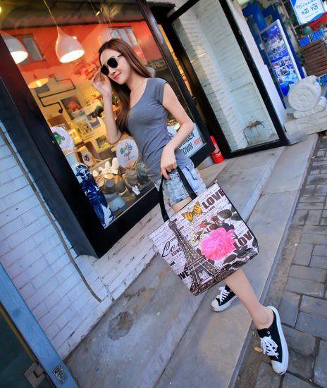 Jual Tote Bag Online, Tote Bag Paris Cantik - 2010 Tower Tinggi : 36cm  Lebar : 34cm  Tebal : 8cm  Cara Buka : Resleting  Tali Panjang : Ada  Bahan : PU