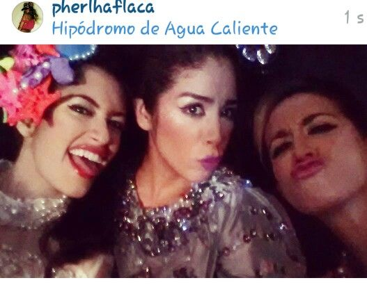 Las hermanastras de Cenicienta  ... #crazythingswedo #girls #models #job #nye2015 #privateparty #private #privateconcert #venezuela #mexico #havingfun #funny #makingfaces