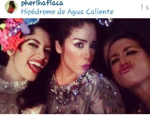 Las hermanastras de Cenicienta  ... #crazythingswedo #girls #models #job #nye2015 #privateparty #private #privateconcert #venezuela #mexico #havingfun #funny #makingfaces