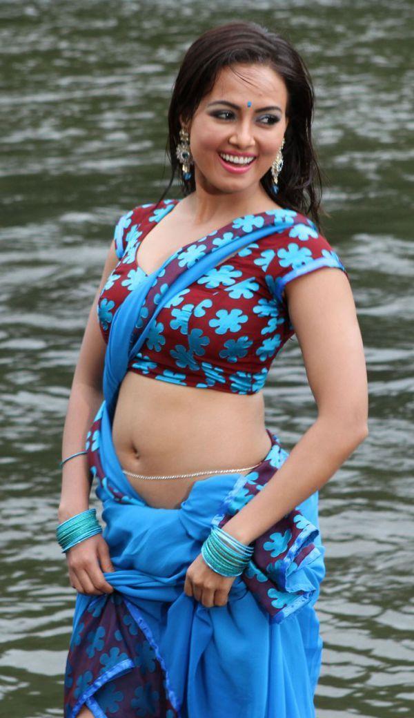 hot-n-sexy-sana-khan-17