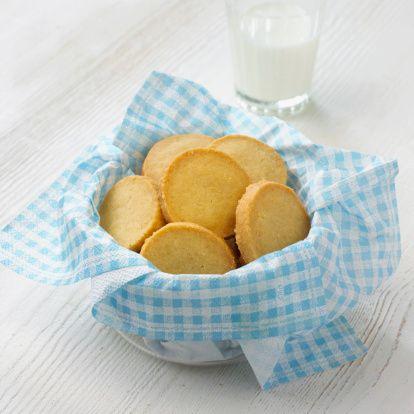 なぜバターケーキは日持ちする?クッキーがサクサク焼きあがるのはなんで?【お菓子作りにおける固形油脂の働き】