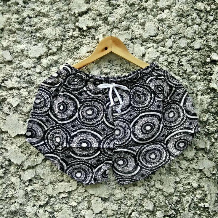 Shorts Short Noir Large Motifs Ethnique Tribal Boheme Hippie Nepal Mandala Inde Eté Yoga : Pantaloni, jeans, short di tribalstyle