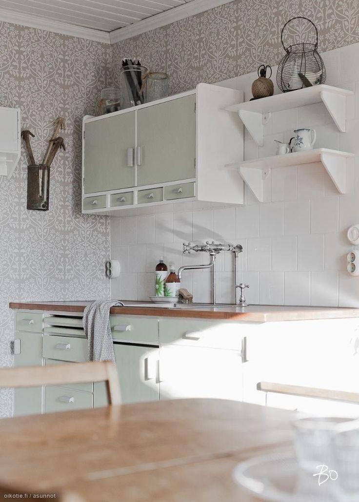 Vanhan Karunan hiekkatien varrelta löytyy viime vuosina huolella kunnostettu pienen perheen kaunis talo. Seesteinen sisustus syntyy vanhan talon...