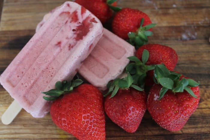 Add to recipe boxby Karen Swan My love affair with my ice cream moulds continues………I don't get out much. Pretty Pink Popsicles!  Sweet Strawberry Sticks! I love these candy pink beauties. I hope you do too! Ingredients: (makes 10 pops) 2 cups plain Greek Yoghurt 2 cups fresh or frozen strawberries: 1 cup for …