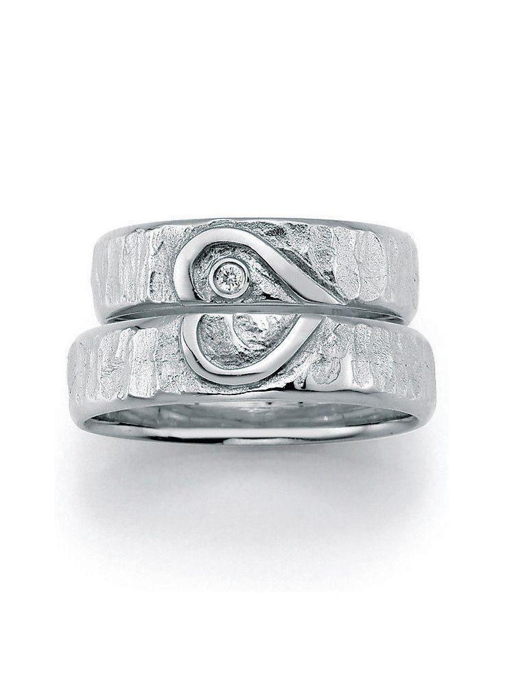 Hochzeitsringe Weißgold:  Ringbreite: 5,5 mm - Kollektionen: Goldschmied Inspiration -  Steingröße & Qualität:0,025 ct w/si -  Material: Weißgold - Ringhöhe: 1,4 mm -  Oberfläche: gehämmert, glänzend -  Lieferzeit: 7-10 Werktage
