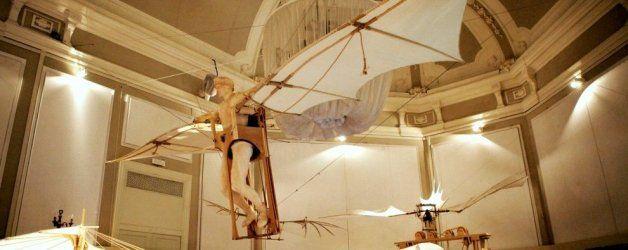 Per far volare Milano ci vuole il genio di Leonardo: nelle Sale del Re è esposta la nuova Macchina Volante leonardesca!  Leggete di più su: http://6e20.it/it/blog/la-macchina-volante.html
