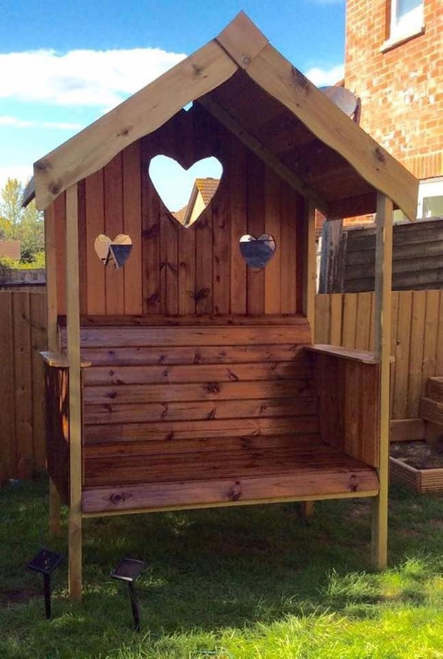 DIY Pallet Garden Bench with a carved Heart! These are the BEST Pallet Ideas!