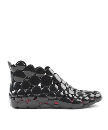 I saw a girl in Melbourne wearing a pair of these, and WONDERED where she'd found them...I didn't think they looked good as a winter shoe, but they look like they'd be a really fun rain shoe for warmer seasons.