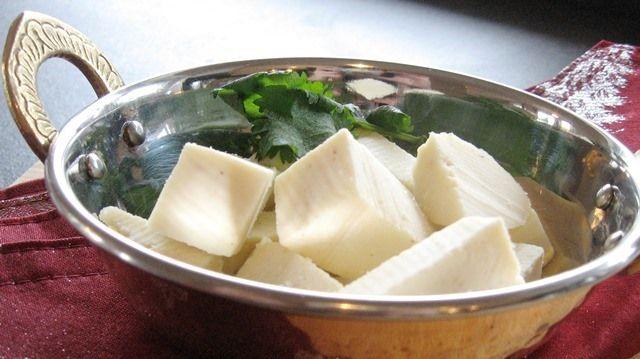Výroba indického sýru Panýr | gurmankoreni.cz