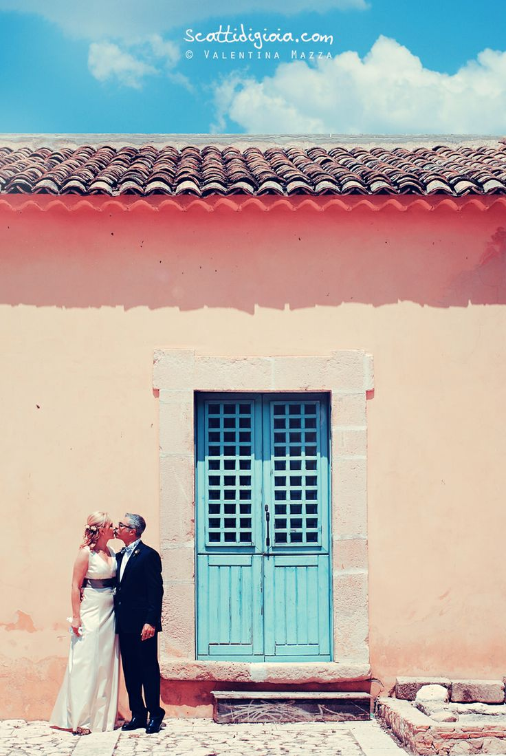 www.scattidigioia.com A wedding in Sicily, in an ancient village, with all the warm colors of the south Italy.