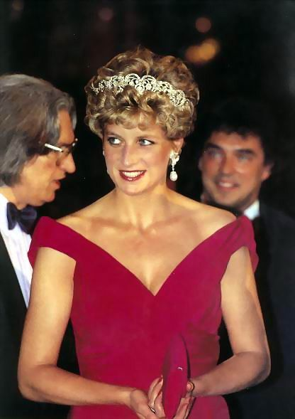 Diana in her Edelstein AND tiara