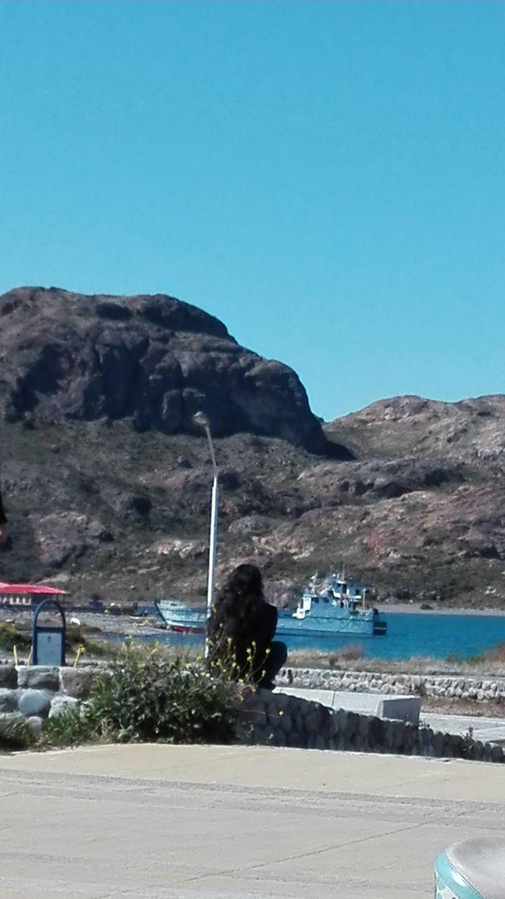 Esperando Barcaza La Pilchero