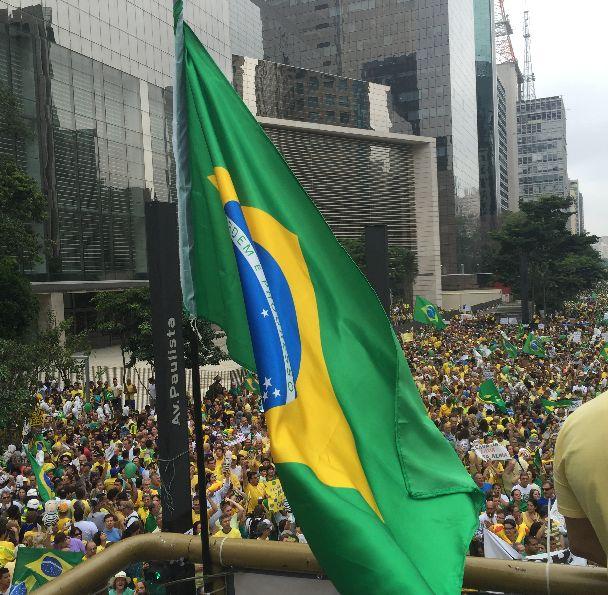 """""""Lula na cadeia!"""""""
