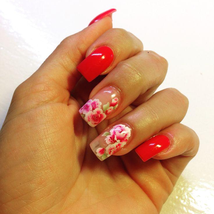 Rose peonie e ortensie per un rosso ciliegia