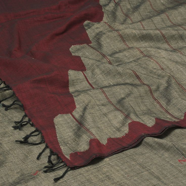 """The """"#Grey"""" #handspun & #handwoven #Tussar #Cotton #Sari from Pankaja is set off by a classic style Rising Wave border traditionally known as Phodo Kumbha runningsong the pallu using Interlock or split weave method that add beauty to the sari."""