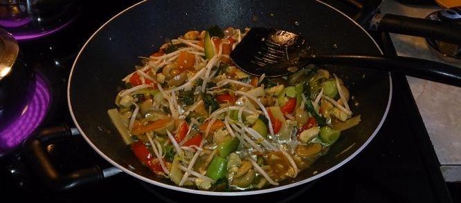 Met dit recept hoef je geen tjap tjoy van de Chinees, maak het zelf, veel gezonder en veel lekkerder (zonder vetsin!). Super slank gerecht!