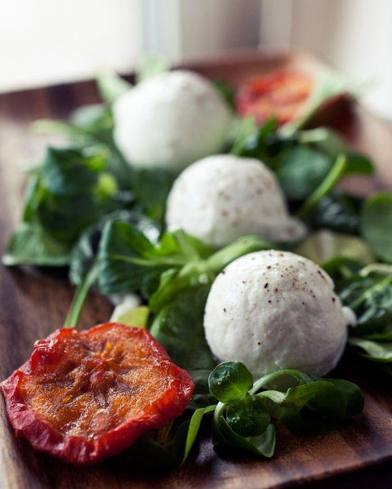 Homemade Vegan Buffalo Mozzarella // veggie wedgie