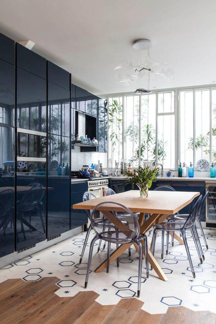 carreaux de ciment + modern kitchen cabinets #verrière #atelier