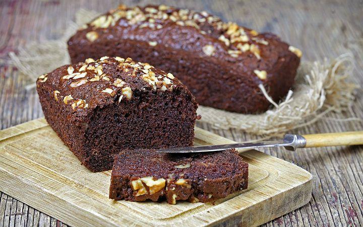 Çeşitli malzemelerle tarifine lezzet kattığımız kek harcına bu sefer tüm çikolata ezmesi severler için Nutella ve kakao ekleyip Nutellalı kek hazırladık.