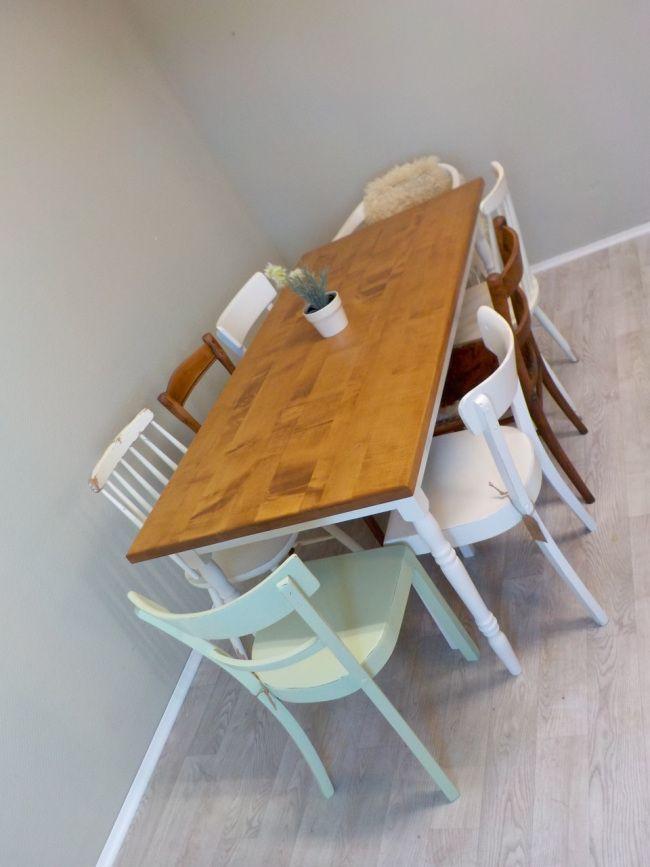 Frisch aus der Retro-Werkstatt: wunderschöner gedrechselter Esstisch mit massiver Holzplatte, auf TeakGold gebeizt und seidenglänzend versiegelt... #ShabbyChicTisch #ShabbyChicEsstisch #Shabby #ShabbyChic #Landhaus #Countryhouse #CountryHome #RetrosalonKöln #Retrosalon #Vintagemöbel #vintagefurniture #vintage #Upcycling #interiordesign #interior #Inneneinrichtung #Einrichtung #Inneneinrichter #Köln