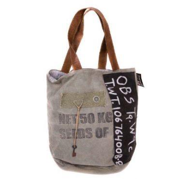 Stoere vintage tas gemaakt van gerecyclede stoffen. Elke tas is uniek! Deze stoere tassen maken je outfit net even anders.