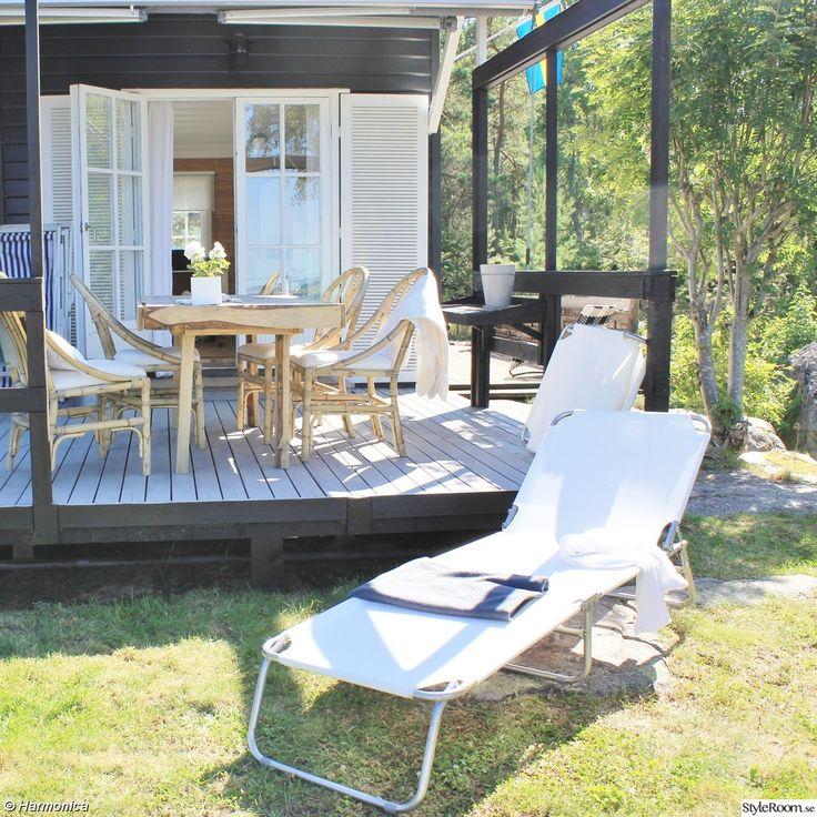altan,pergola,bord,hemmabygge,bambustolar,solsäng vit,uteplats