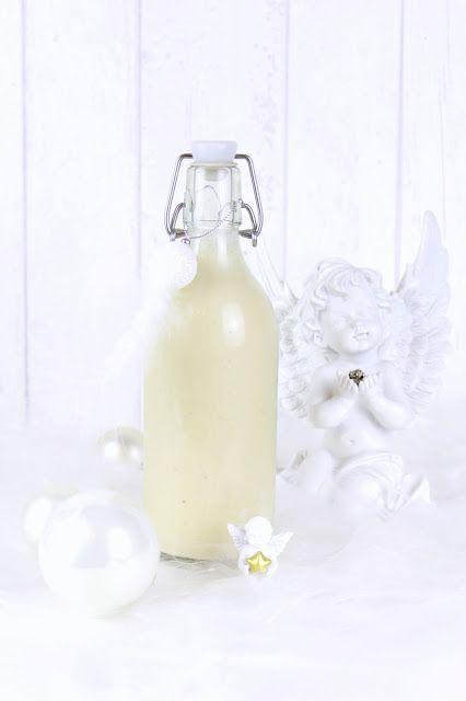 Dieser weiße Schoko – Vanille – Likör ist ein beliebtes Mitbringsel zur Weihnachtszeit. Er schmeckt wunderbar nach weißer Schokolade mit einem Hauch Vanille; dabei herrlich sahnig. &nbs…