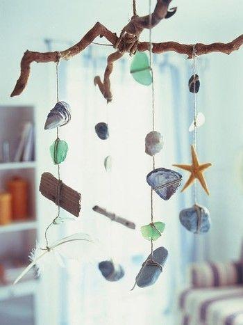 赤ちゃんのベッドの上に吊るすベッドメリーも、シーグラスや貝殻を組み合わせて作れば、涼しげで神秘的な雰囲気に。 シンプルなのでどんなお部屋にも合い、清涼感を感じさせてくれます。