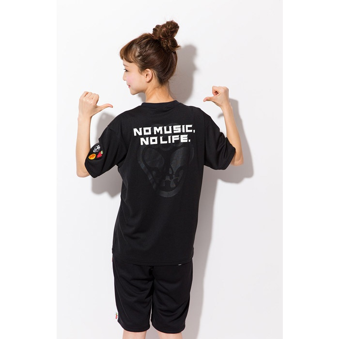 【TOWER RECORDS x arena x 風とロック TEE (BLACK)】  吸水速乾素材を使用した、風とロックのイチゴロゴがポイントのTシャツ。