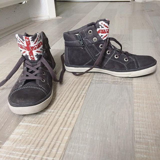 """Maris op Instagram: Brent z'n nieuwe """"herfst,winter"""" #schoenen #schuurmanschoenen #shoes #flag #vlag #Endiekosttemar20€  dikkevettekorting #joehoeee #stoereschoenen #lurchi #grijs"""