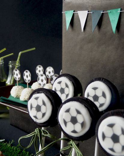Soccer Oreo pops! They would be cute for a soccer party or soccer birthday party!