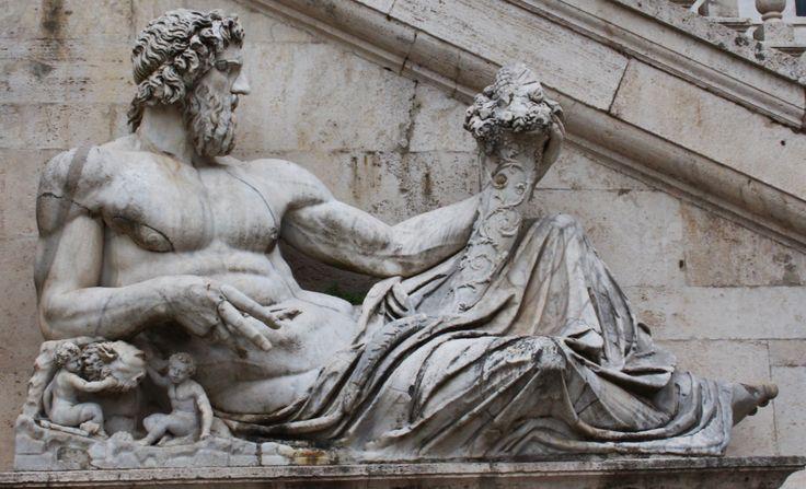 Tiberinus, de god en de Tiber, helpt Annabeth om bij de Athena Parthenos te geraken.