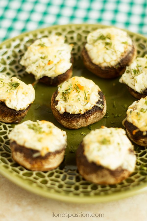 Mushrooms stuffed with dill, parmesan cheese and cream cheese   – Onces y algos