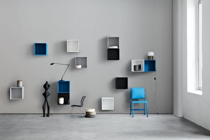 étagères murales cubes en noir,blanc et bleu dans le salon